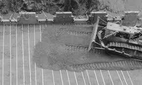 پاورپوینت مسلح کردن یا تقویت خاک بوسیله عناصر کششی نظیر میلگرد، تسمه فولادی یا ژئوسنتتیک برای تحمل بارهای وارده